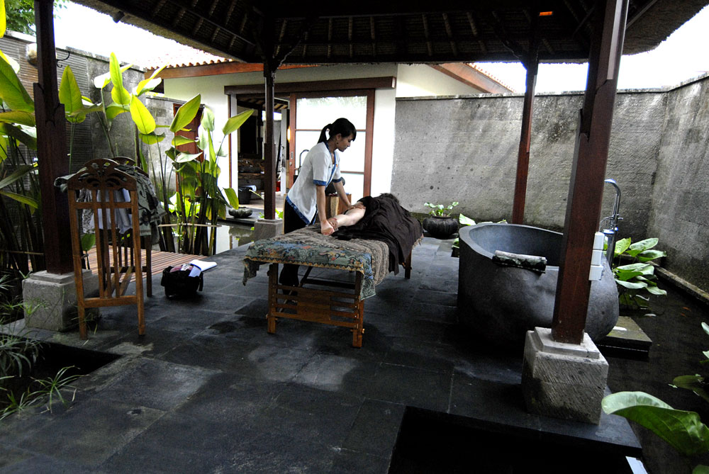 Massage-at-the-spa