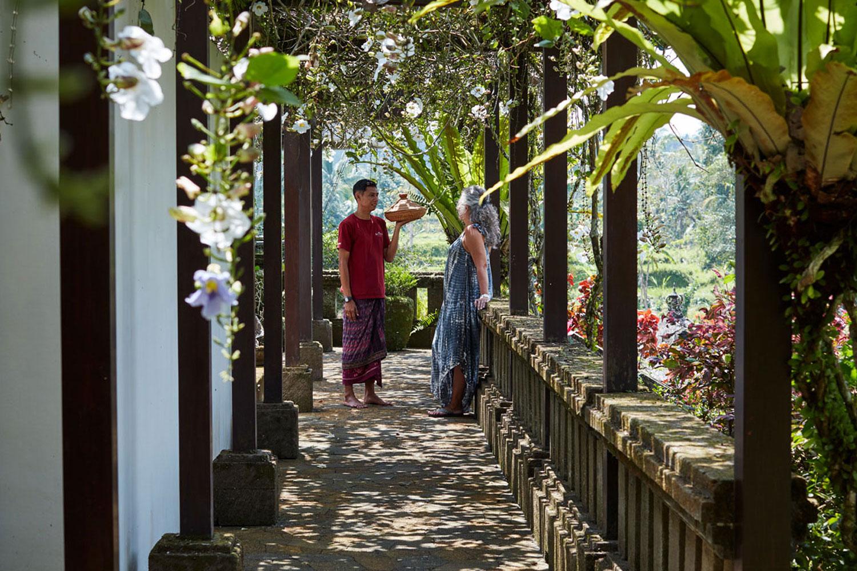 villabayad_ubud_garden_flowering_pergola
